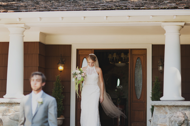 First look. Elegant summer wedding at Laurel Creek Manor. Sunny day in Seattle, PNW with lot of green classic details