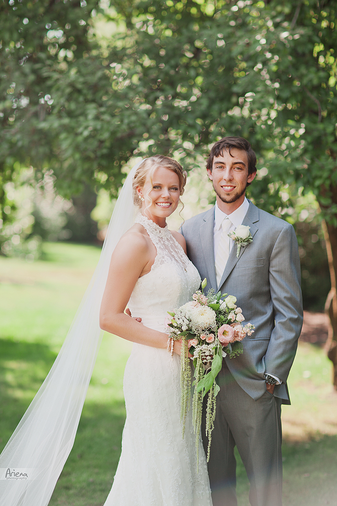 Elegant summer wedding at Laurel Creek Manor. Sunny day in Seattle, PNW with lot of green classic details
