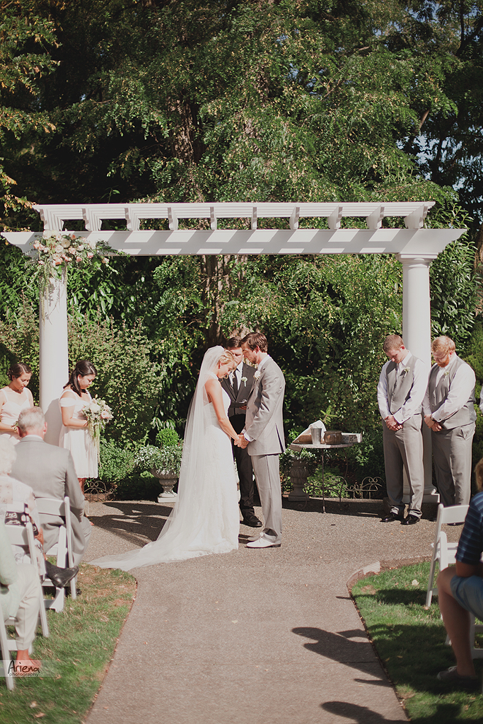 Ceremony on elegant summer wedding at Laurel Creek Manor. Sunny day in Seattle, PNW with lot of green classic details