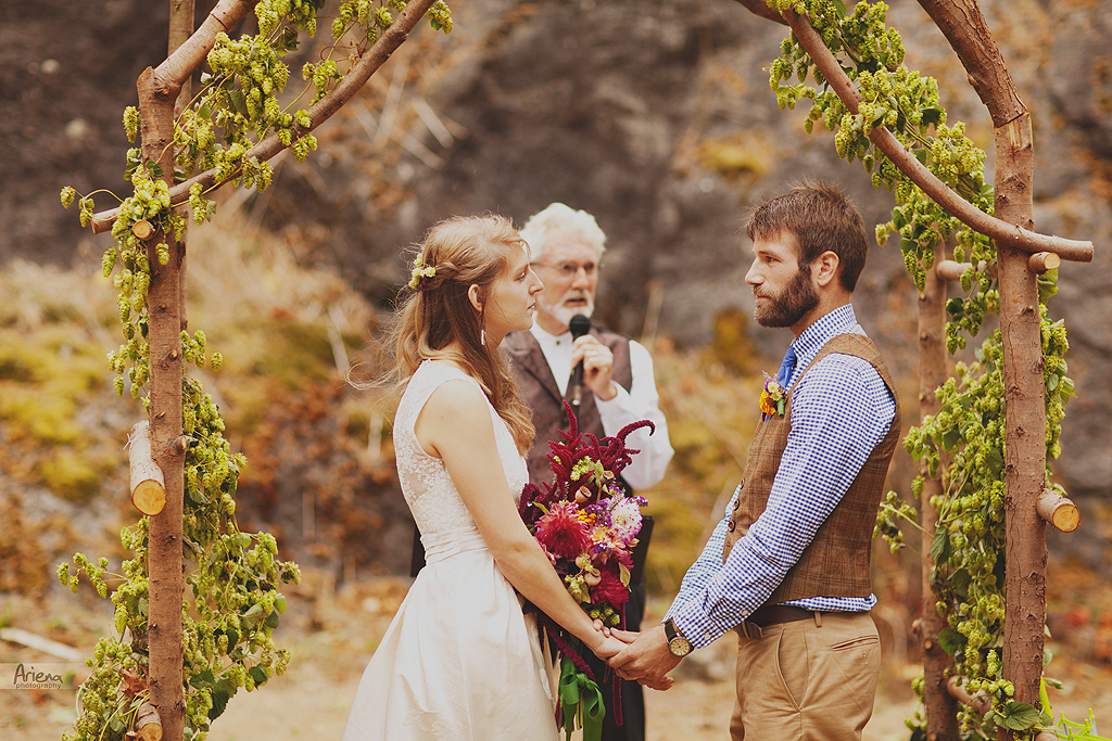 Intimate DIY wedding in Mount Vernone, Skagit Valley. Vintage rustic style wedding day. Fall colors, greenery and rocks.