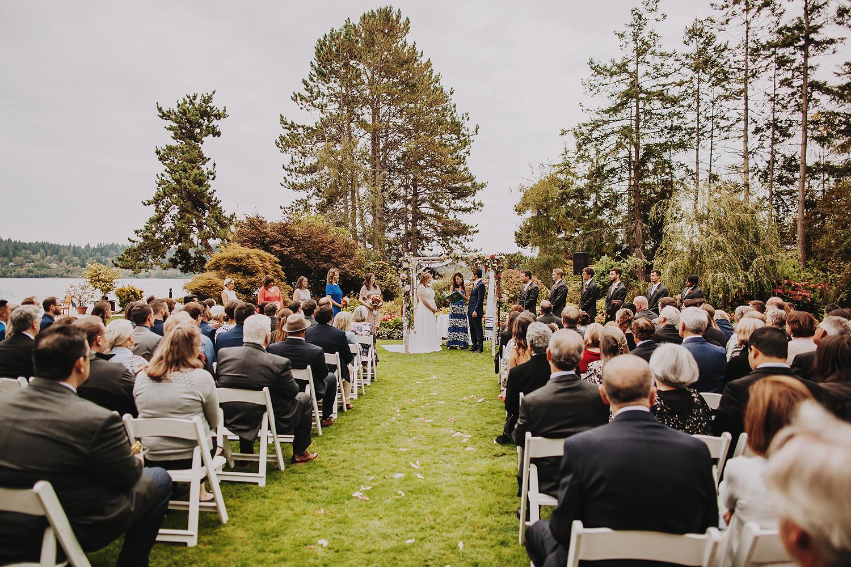 Kiana Lodge wedding in late summer. Jewish wedding ceremony on Poulsbo, Bainbridge Island. PNW elegant wedding