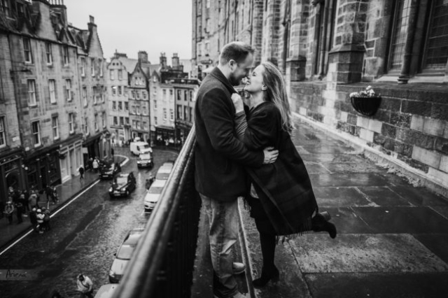 Edinburgh Old Town engagement shoot. Scottish rainy engagement session