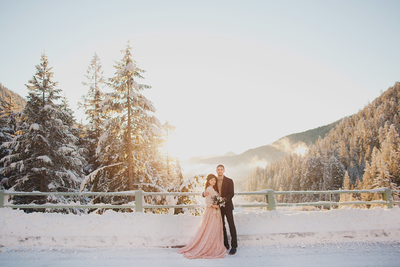 PNW winter alopement at Mout Rainier, Rocky Mountains wedding