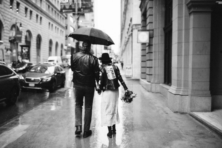 Rock'n'Roll elopement in San Francisco Downtown in rainy weather. Hard Rock bikers wedding. Leather jackets and biker boots.