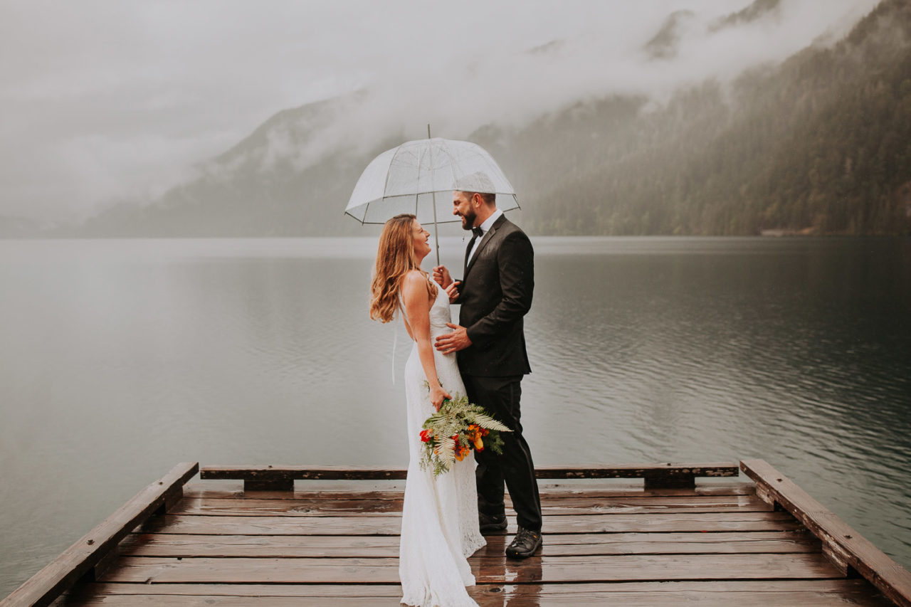 Lake Crescent rainy elopement at Olympic Peninsula. Rain forest intimate ceremony. Hiking to elope at Marymere Falls